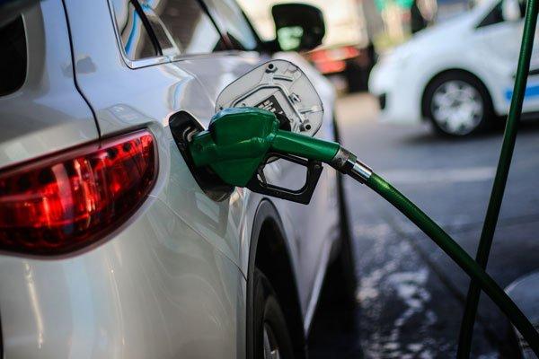 Gobierno ajusta parámetros y precios de combustibles anotaran fuerte baja este Jueves